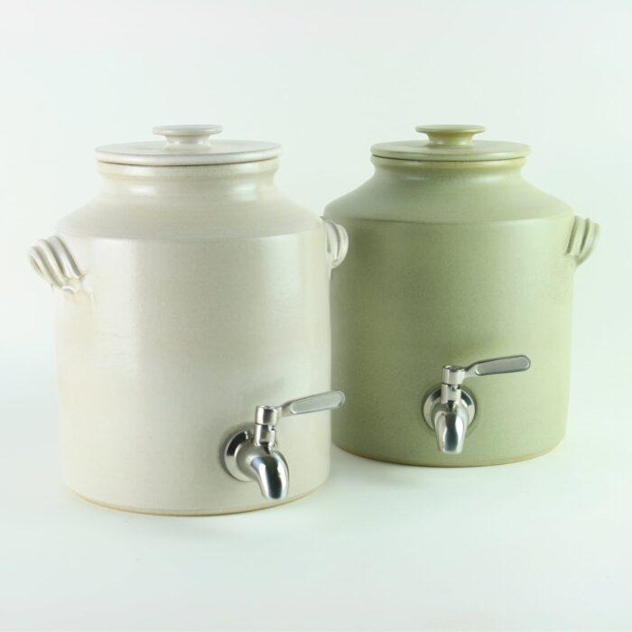 handmade 2.5 litre ceramic vinegar making pot for producing vinegar and kombucha.